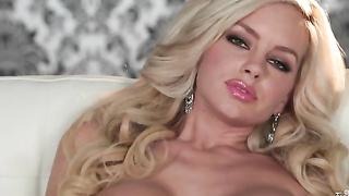 Blonde Bombshell Rubs Her Pink Slit With Passion
