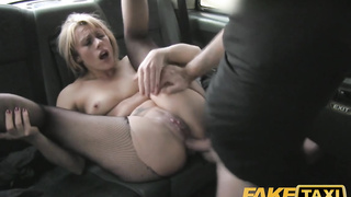 Anal sex with a London sluty in the taxi