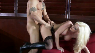 Derrick Pierce checks latex addict stripteaser Nadia Hilton With Great Passion